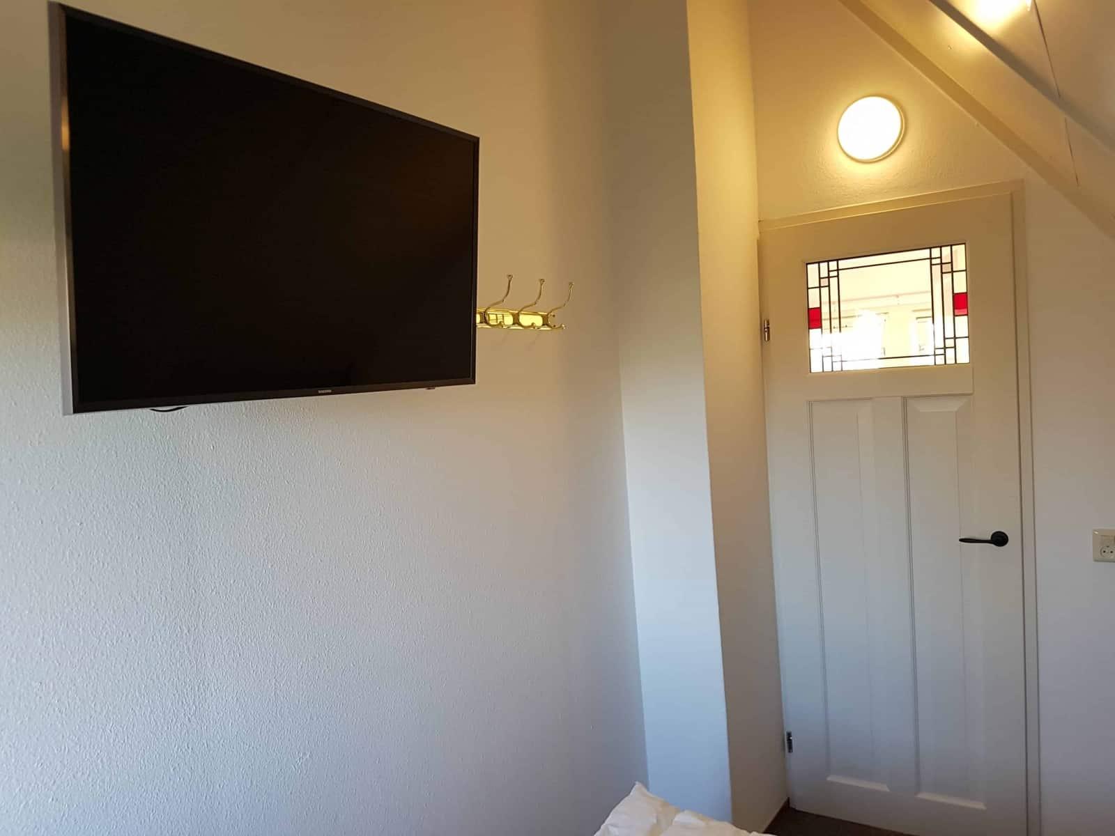 """Der 43""""-UHD-TV von Samsung im zweiten Schlafzimmer"""