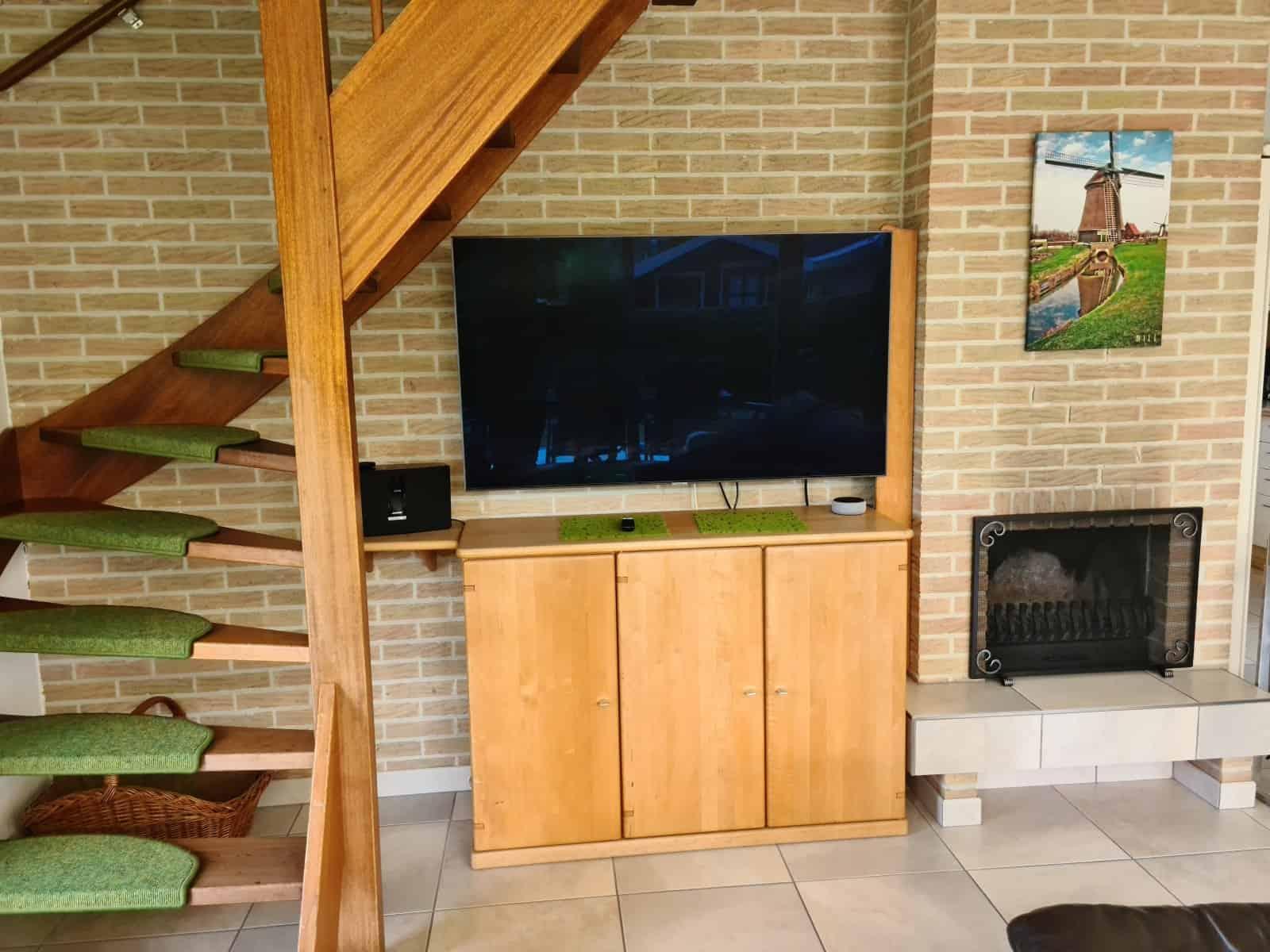 """Der neue 55""""-QLED-TV von Samsung (mit Wandhalterung) in 2020"""