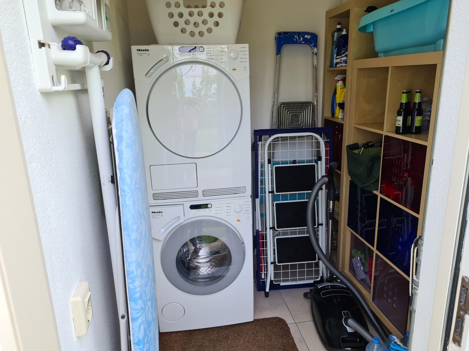 Die Abstellkammer mit den Miele-Waschgeräten