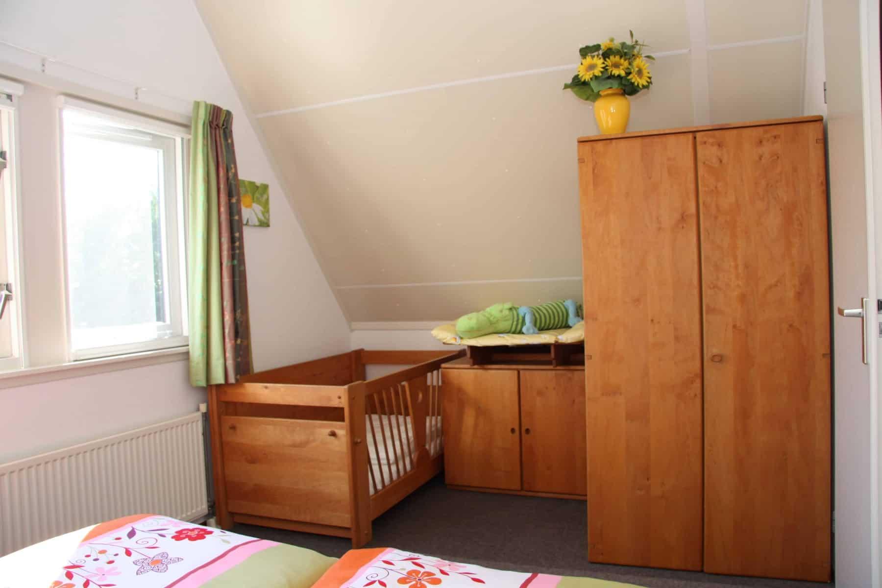 Der Babybereich im Elternschlafzimmer mit TEAM 7-Möbel