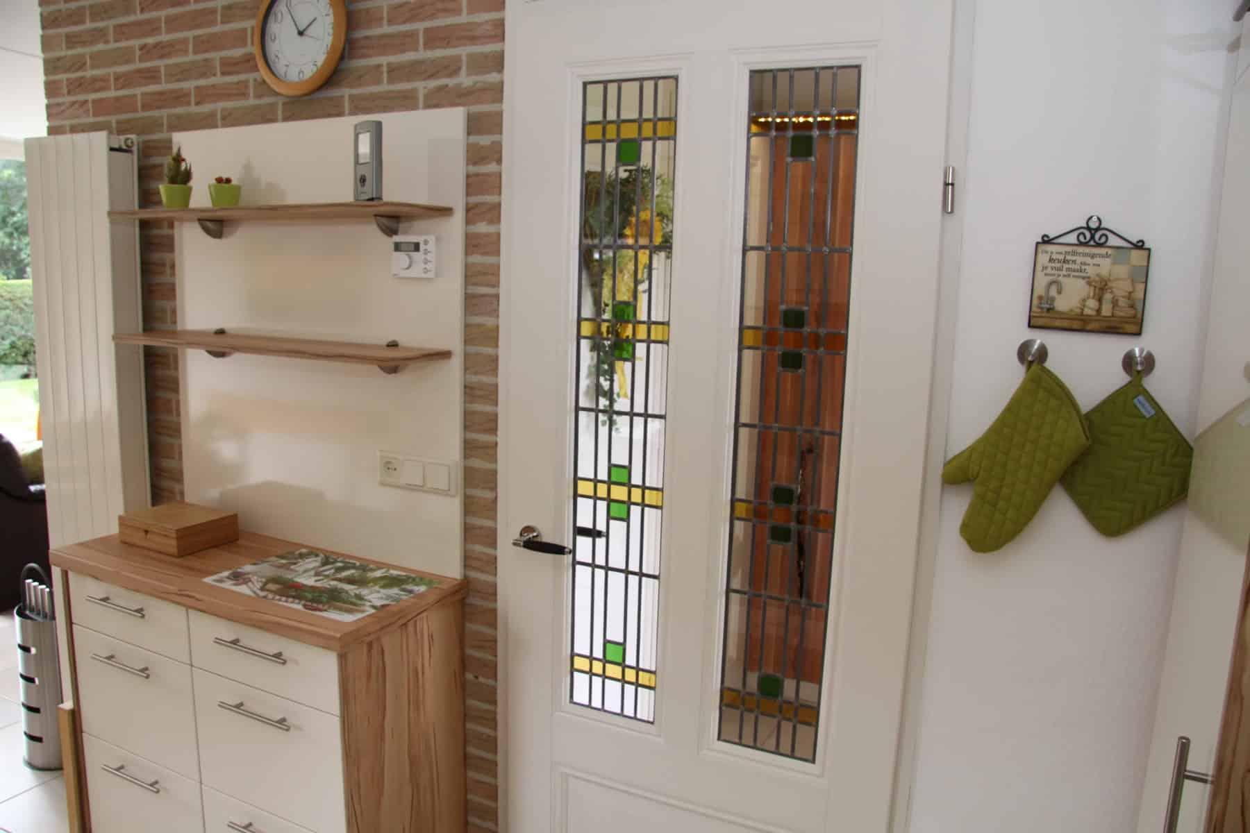Die Küchentür mit Bleiglas