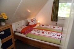 Das zweite Schlafzimmer mit Doppelbett von TEAM 7